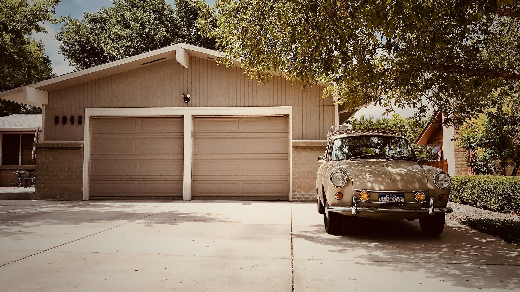 Desain Garasi Mobil Inspiratif Yang Aman Pada Tempat Tinggal