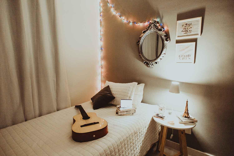 Kamar Dengan Lampu Tumblr