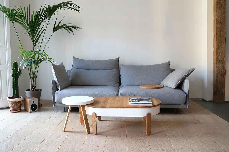 Memakai Kursi Atau Sofa Yang Kecil