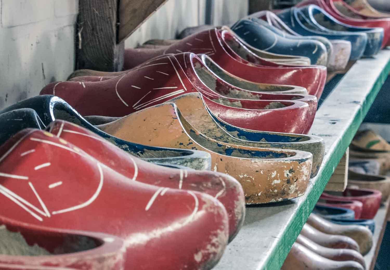 Model Rak Sepatu Kayu Tempel Dinding