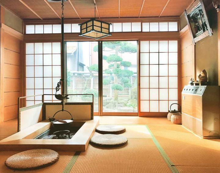 Teras Rumah Samping Yang Oriental