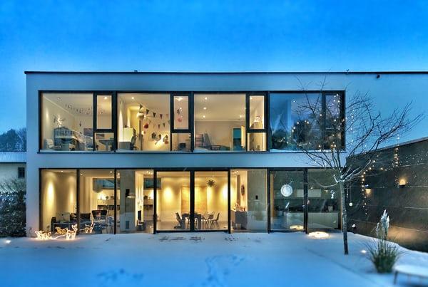 Rumah dengan banyak kaca